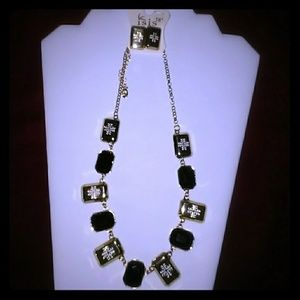 "Jewelry - 18"" Necklace and Pierced Earrings set"